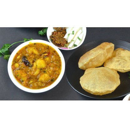 Aloo Puri With Pickle