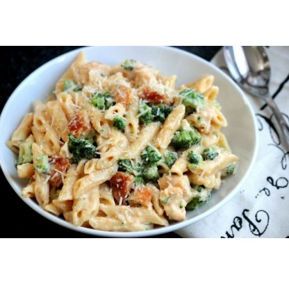 Alfredo Pasta With Veggies