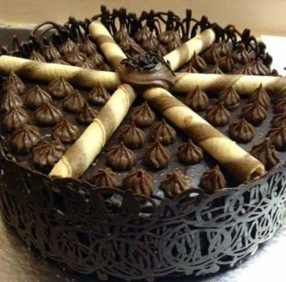 Truffle Cake With Wafer Rolls
